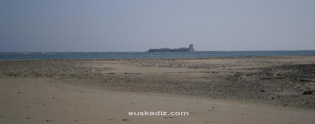Vista del Castillo de Sancti Petri desde la Punta del Boquerón