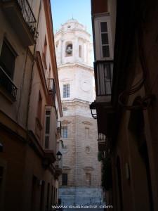 Calle San Juan y Catedral de Cádiz.
