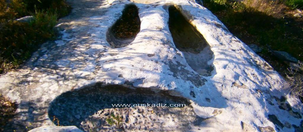 Tumbas antropomorfas en Los Alcornocales