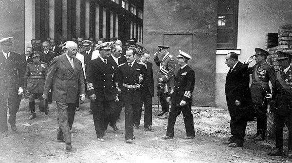 Echevarrieta y Franco durante una visita a los Astilleros de Cádiz