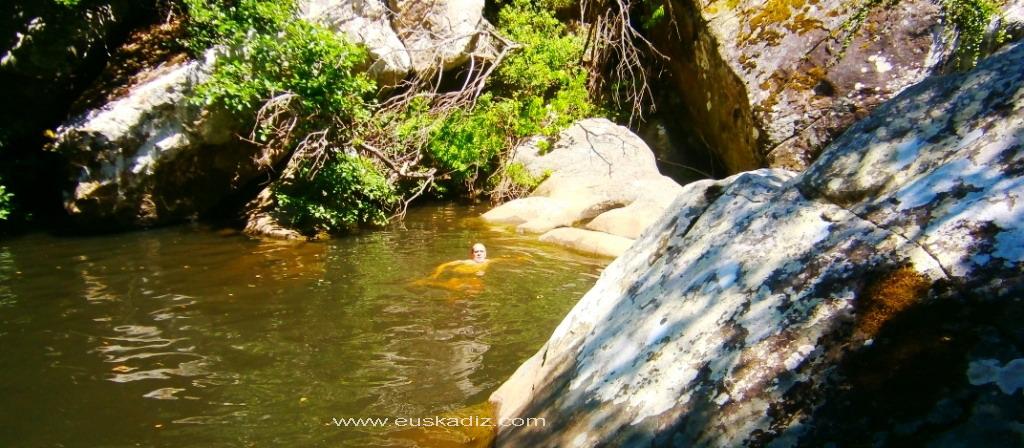 Un bañito en el Arroyo de San Carlos