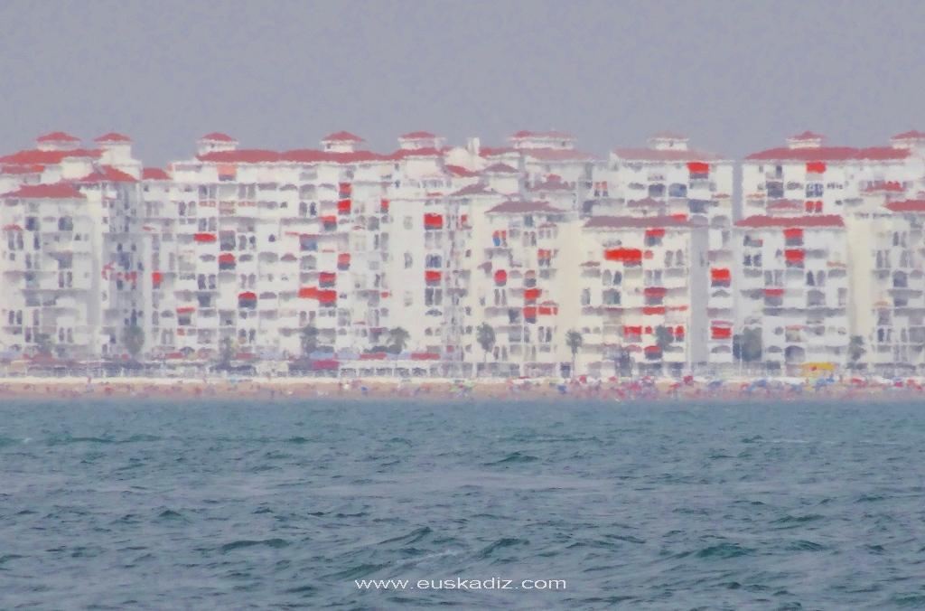 Playa y urbanización de Valdelagrana de El Puerto.