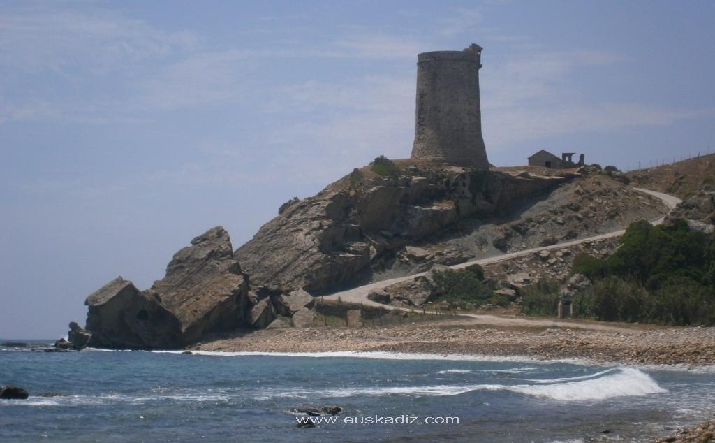 Torre almenara de Guadalmesí.