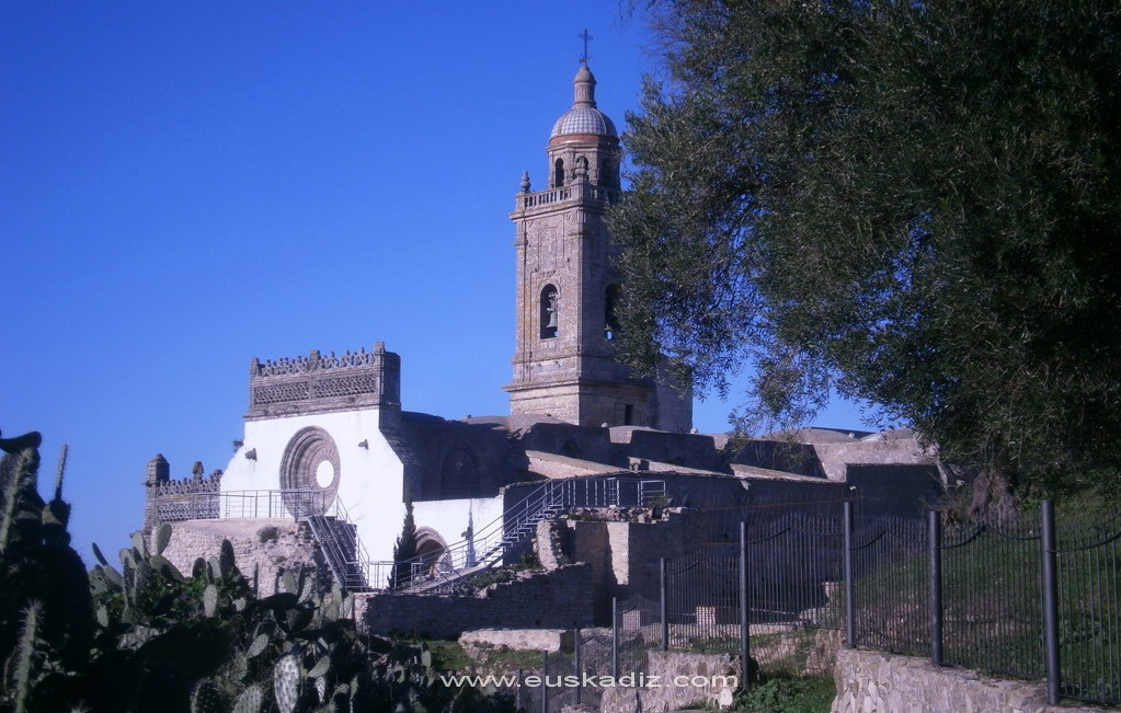 Vista de la Iglesia Mayor de Medina.