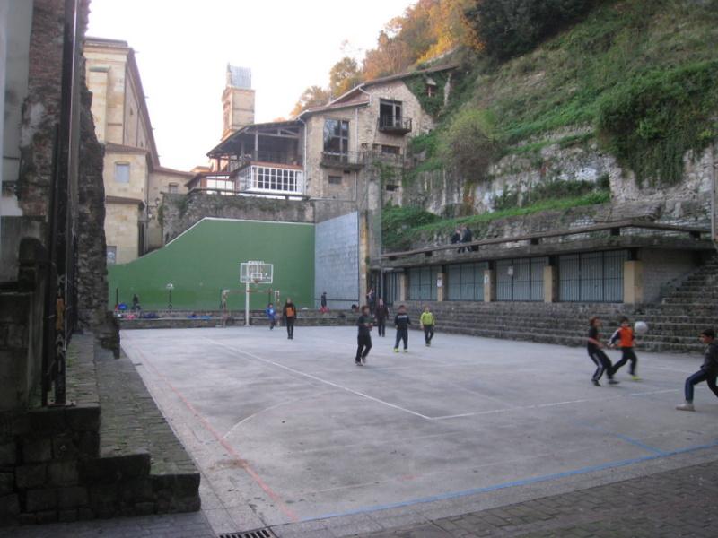 Pista- polideportiva-plaza-trinidad