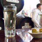 Una copita, dos aceitunas y mucho más en la Taberna La Manzanilla de Cádiz